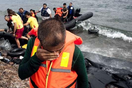 Des migrants arrivent sur l'île de Lesbos, en Grèce, mardi 22 septembre.