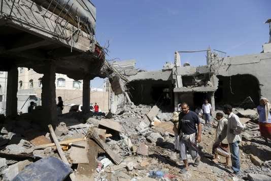 Sanaa a connu ces derniers mois plusieurs attentats contre des fidèles chiites dans des mosquées, revendiqués par le groupe djihadiste Etat islamique (EI).