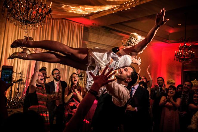 Nouveau genre : unmariage vu par Christophe Viseux, également photographe documentaire,  en 2014.