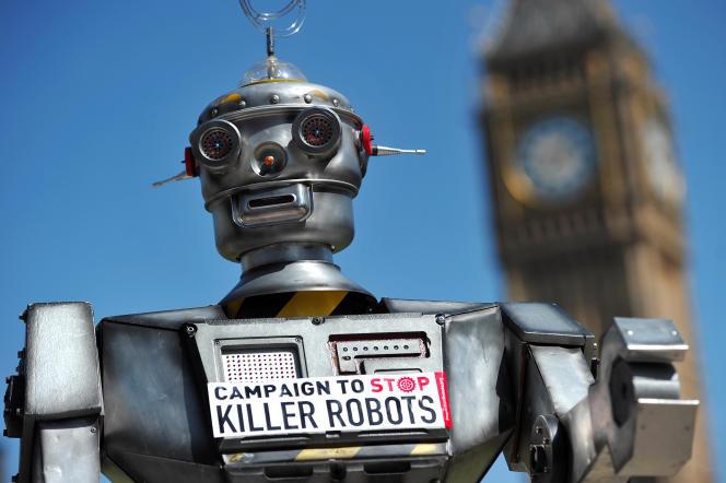 Manifestation  à Londres, enavril2013,  pour le lancement  de la campagne  «Stop Killer Robots».