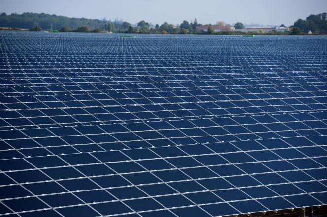 Centrale solaire à Crucey, près de Chartres (Eure-et-Loir), en septembre 2012.