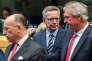 Le ministre allemand de l'intérieur, Thomas de Maiziere, entouré de ses homologues luxembourgeois, Jean Asselborn, (à droite), et français, Bernard Cazeneuve, à Bruxelles, le 22 septembre.
