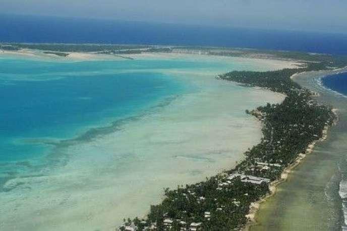 La capitale de l'atoll de Kiribati, Tarawa. Kiribati est particulièrement vulnérable à la montée des eaux du fait de sa faible altitude.