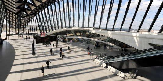 L'aéroport de Lyon-Saint-Exupéry, conçu par l'architecte Santiago Calatrava.
