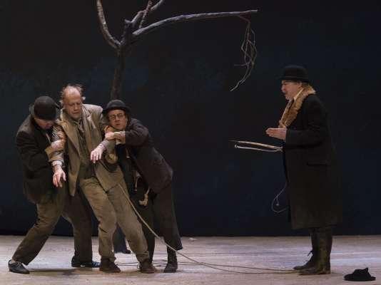 """Charlie Nelson, Frédéric Leidgens, Abbes Zahmani, Alain Rimoux dans """"En attendant Godot"""", au Théâtre du Gymnase, à Marseille."""