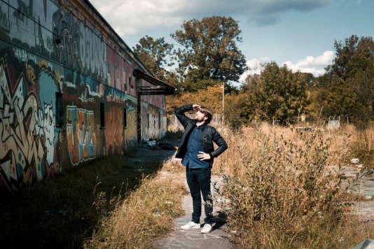 René Redzepi sur le site du nouveau Noma, dans le quartier de Christiania, à Copenhague.