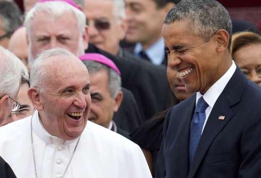 Le pape François reçu par le président américain, Barack Obama, à son arrivée à la base d'Andrews, dans le Maryland, le 22 septembre 2015.
