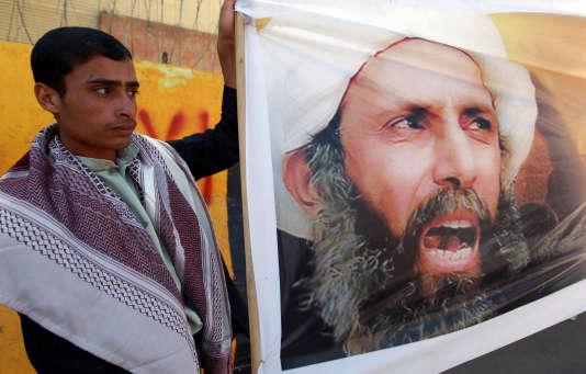 Des manifestants yéménites protestent contre la condamnation à mort du neveu du dignitaire religieux chiite Nimr Baqer Al-Nimr, en 2014.