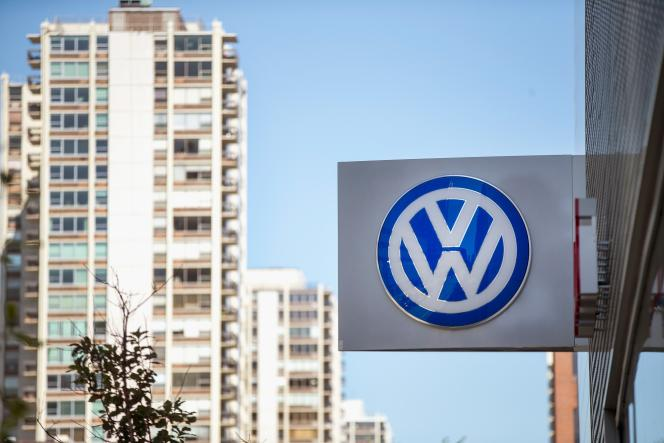 Les concessionnaires Volkswagen n'ont pas reçu d'instructions sur l'attitude à adopter après le scandale qui touche la marque.