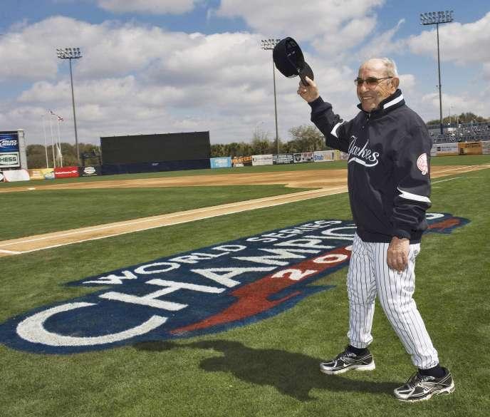 Yogi Berra sur le terrain d'entraînements des Yankees de New York en mars 2010.