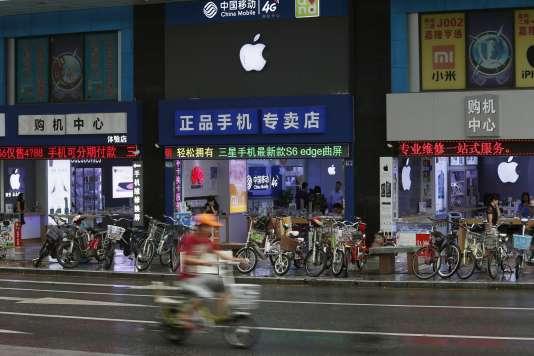 Plusieurs études ont dénoncé les conditions de travail dans les usines chinoises opérant pour Apple.