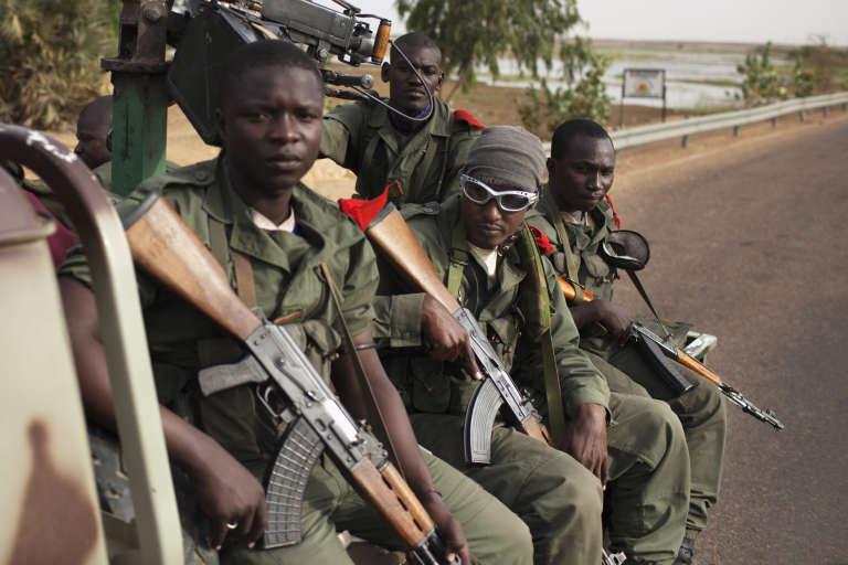 Des militaires maliens, près de Gao en 2013.