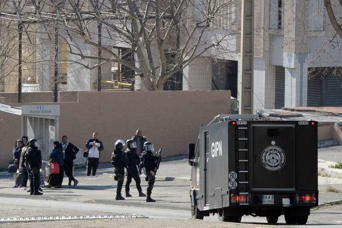 Une intervention policière à la cité de La Castellane en février 2015.