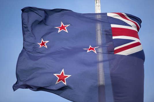 Le premier ministre néo-zélandais, John Key, avait annoncé en septembre 2014 qu'il était temps de bannir du drapeau national l'Union Jack, qui symbolise le colonisateur britannique.