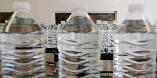 Les chercheurs ont traqué 330 molécules de synthèse dans 40 eaux minérales. Ils n'ont détecté ni trace de médicaments, ni d'hormones mais ont mis au jour des traces d'herbicides, en faibles proportions, dans 9 échantillons.