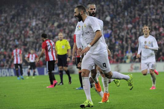 Le Français Karim Benzema célèbre son second but qui donne la victoire au Real face à Bilbao, le 23 septembre.
