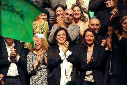 Emmanuelle Cosse et Cécile Duflot lors d'un meeting pour les régionales, à Paris le 23 septembre.