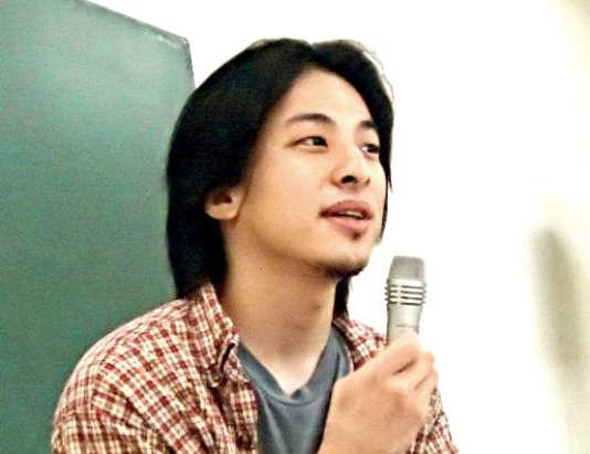 Hiroyuki Nishimura a lancé 2channel en 1999.