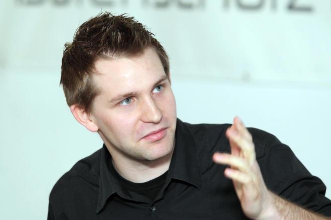 Max Schrems, responsable de l'ONG Noyb, lors d'une conférence de presse le 7 janvier 2012 à Vienne (Autriche).