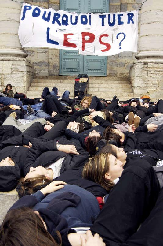Manifestation d'étudiants en Staps, en mars 2006, à Besançon.
