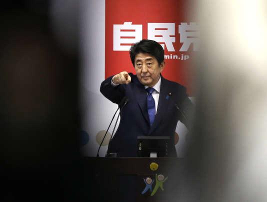 Le premier ministre japonais, Shinzo Abe s'est engagé à faire « franchir une nouvelle étape aux Abenomics ».
