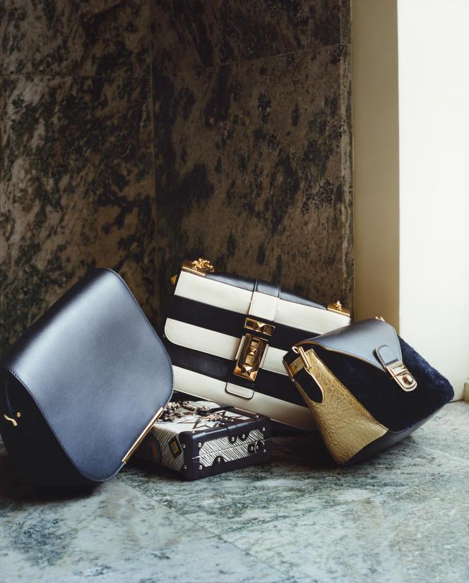 De gauche à droite : Gibecière en cuir, Lancel. Mini-malle en cuir Epi Aztèque, Louis Vuitton. Sac en cuir, Valentino.  Sac «Le Pliage Héritage Luxe», Longchamp.
