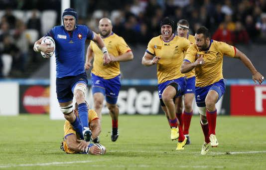 Bernard Le Roux perce les lignes roumaines, mercredi 23 septembre, à l'Olympic Stadium de Londres.