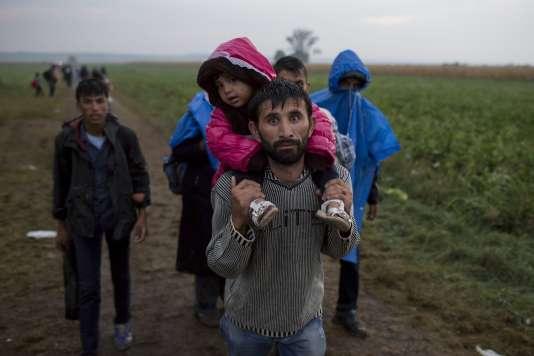 Des réfugiés à Tovarnik, en Croatie, juste après avoir traversé la frontière depuis la Serbie, le 24 septembre.
