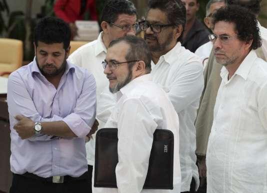Le chef des FARC, Ricardo Londoño, alias « Timochenko », avait fait, mercredi, le voyage à La Havane pour une poignée de main historique avec le président colombien, Juan Manuel Santos, en présence de Raoul Castro.