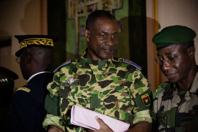 Le Général Gilbert Diendéré, peu avant sa déclaration à la presse, où il a annoncé la fin du putsch et son intention d'assumer sa responsabilité.