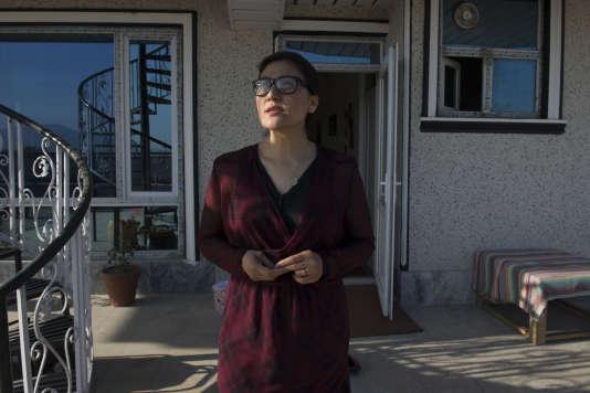 Sahra Mosawi est réalisatrice de documentaires ; elle a terminé ses études de cinéma à Londres, en Angleterre et depuis lors, elle est de retour en Afghanistan où elle continue de travailler et à faire des documentaires sur son pays.