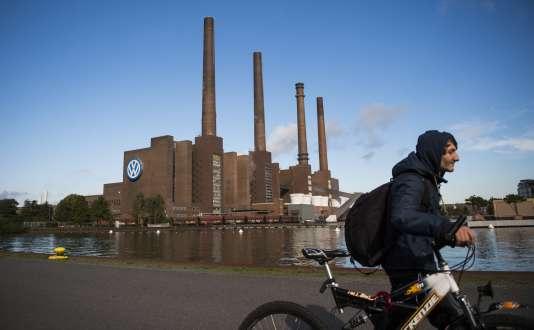 Devant l'usine Volkswagen de Wolfsburg.