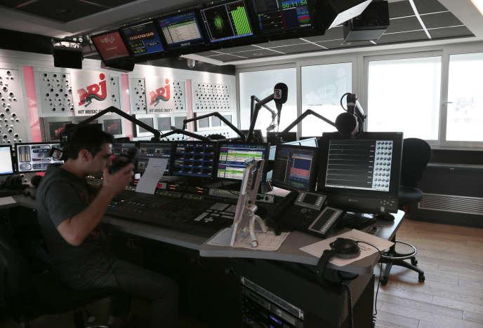 NRJ fait partie des radios remontées contre le projet d'imposer une plus grande diversité de titres francophones sur les ondes.