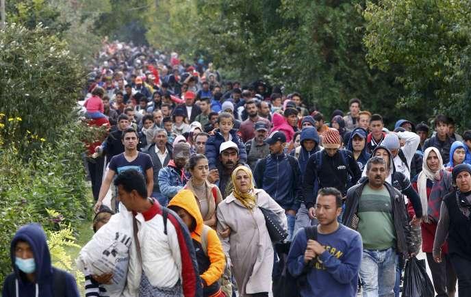 Marine Le Pen a assuré à plusieurs reprises que les personnes traversant la Méditerranée pour rejoindre l'Europe étaient presque exclusivement des hommes cherchant une vie meilleure.