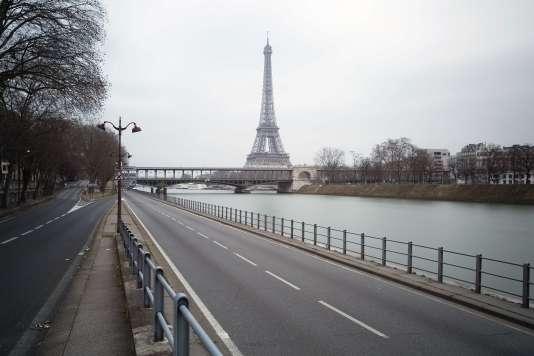 La voie Georges-Pompidou près de la tour Eiffel, lors d'une journée sans voitures en septembre.