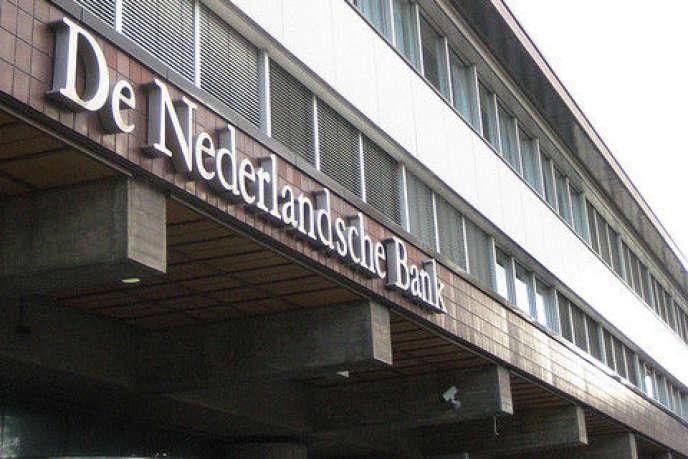 Dennis Veltrop et Jacob de Haan, chercheurs à la Banque centrale des Pays-Bas, ont mené une enquête détaillée auprès de 254 responsables de la supervision bancaire à la Banque centrale et à l'Autorité des marchés financiers néerlandaises afin d'étudier dans quelle mesure les processus d'identification sociale pouvaient influencer leurs décisions
