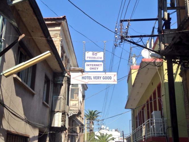 Dans la rue des hôtels de Basmane, à Izmir, Internet est un argument commercial.