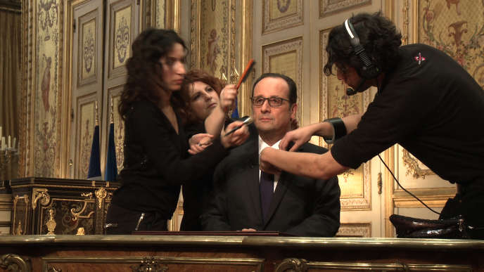 Maquillage avant une allocution télévisée Réalisation : Yves JEULAND