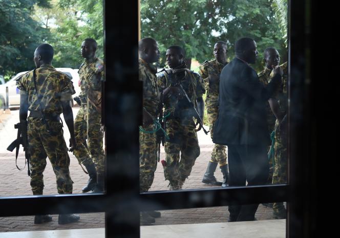 Des soldats de l'ex-régiment de sécurité présidentielle, le 20 septembre 2015 à Ouagadougou, lors de leur brève prise du pouvoir.