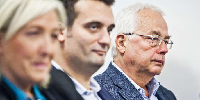 Marine Le Pen, Florian Philippot  et Bertrand Dutheil de La Rochère, trésorier du Rassemblement Bleu Marine, en octobre 2013.