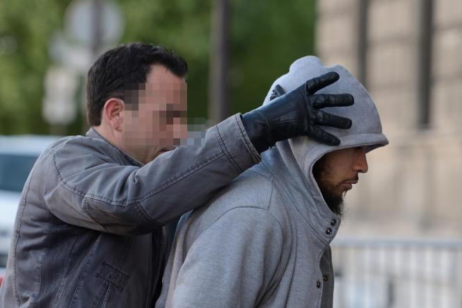 Alexandre Dhaussy lors de son arrestation en mai 2013 à Paris.