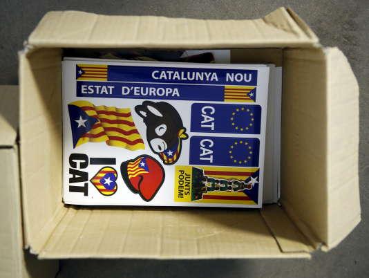 Des autocollants pour l'indépendance de la Catalogne dans une imprimerie à Santiga en Espagne le 16 septembre 2015.
