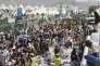 Des secouristes viennent en aide aux blessés, après la bousculade meurtrière, à Mina (Arabie saoudite), le 24septembre.