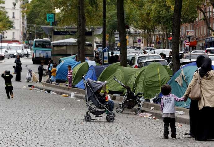 Tentes de réfugiés syriens, le 19 septembre à la porte de Saint-Ouen, à Paris.