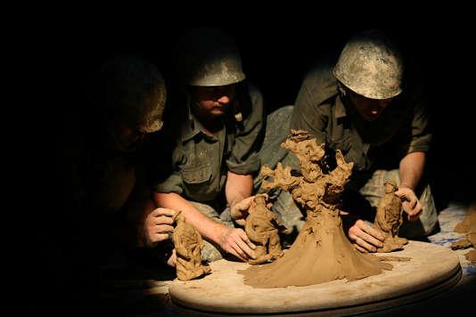 """""""Count to One"""", un spectacle pour acteurs et marionnettes de terre de la compagnie iranienne Yase Tamam."""