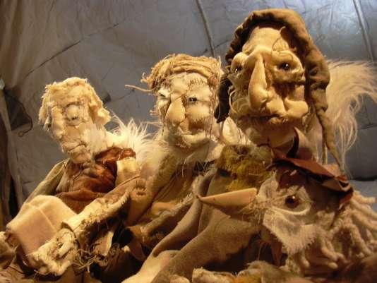 """""""Les Nuits polaires"""", un spectacle pour acteurs, marionnettes à main et avec sons d'hiver, dans un igloo, par la compagnie française Les Anges au plafond."""