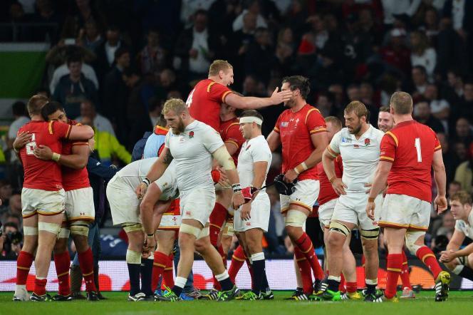 Les Anglais, tête basse après leur défaite contre le Pays de Galles, le 26 septembre.