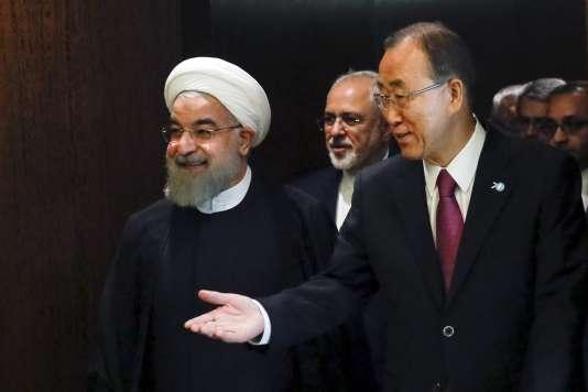 Le secrétaire général de l'ONU, Ban Ki-moon, guide président iranien Hassan Rohani au siège de l'organisation à New York le 26 septembre.