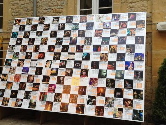 """Le tableau récapitulatif de tous les spectacles proposés dans la programmation """"in"""" du Festival mondial des théâtres de marionnettes à Charleville-Mézières (Ardennes), le 25 septembre 2015."""