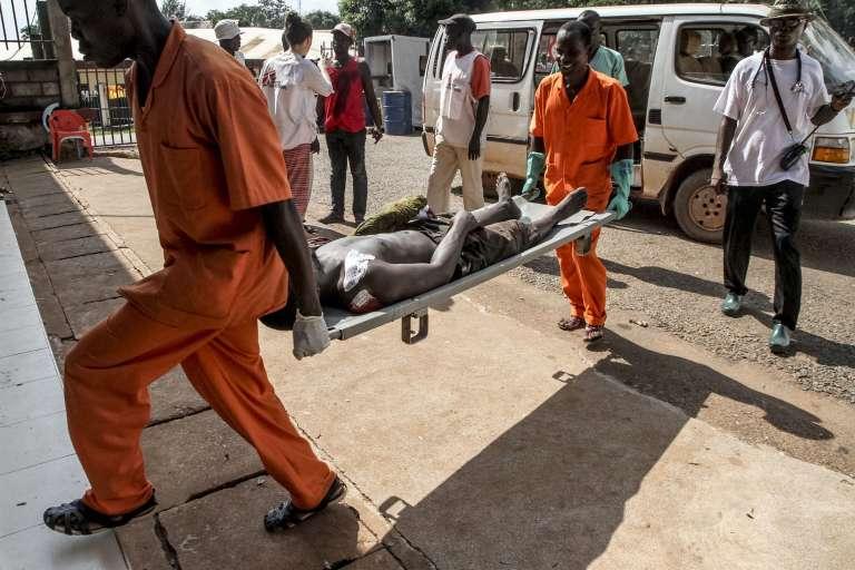 Dans la journée de samedi, des violences ont fait au moins 20 morts et une centaine de blessés.